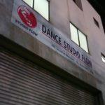 天満、尼崎のダンススタジオで美容師がダンスの修行中
